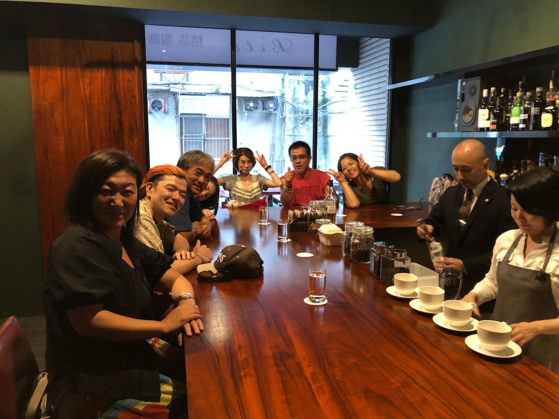 台湾へ遠征仲間と日本人経営バーへ